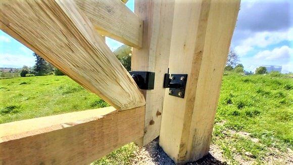 Oak Five Bar Gate Detail